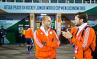 LUCKNOW (India) -  bondscoach Eric Verboom (NED)  met fysio Bas vd Pol (r) , voor de oefenwedstrijd tegen Korea voor de Junior  World Cup hockey men . COPYRIGHT KOEN SUYK