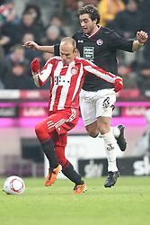22-01-2011 VOETBAL: BAYERN MUNCHEN - FC KAISERLAUTERN: MUNCHEN<br /> Arjen Robben (Bayern #10) und Athanasios Petsos (FCK #13) <br /> **NETHERLANDS ONLY**<br /> ©2011-WWW.FOTOHOOGENDOORN.NL / NPH-Straubmeier