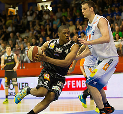 17.05.2015, Walfersamhalle, Kapfenberg, AUT, ABL, ece Bulls Kapfenberg vs magnofit Guessing Knights, 3. Semifinale, im Bild Travis Taylor (Guessing) Martin Kohlmaier (Kapfenberg) // during the Austrian Basketball League, 3th semifinal, between ece Bulls Kapfenberg and magnofit Guessing Knights at the Sportscenter Walfersam, Kapfenberg, Austria o00000n 2015/05/17, EXPA Pictures © 2015, PhotoCredit: EXPA/ Dominik Angerer