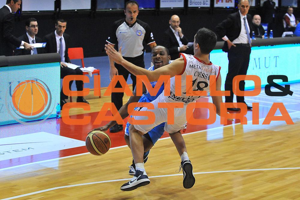 DESCRIZIONE : Biella Lega A 2011-12 Angelico Biella Vanoli Braga Cremona<br /> GIOCATORE : Jonathan Tabu<br /> SQUADRA :  Vanoli Braga Cremona<br /> EVENTO : Campionato Lega A 2011-2012 <br /> GARA : Angelico Biella Vanoli Braga Cremona<br /> DATA : 26/02/2012<br /> CATEGORIA : Penetrazione Palleggio<br /> SPORT : Pallacanestro <br /> AUTORE : Agenzia Ciamillo-Castoria/ L.Goria<br /> Galleria : Lega Basket A 2011-2012 <br /> Fotonotizia : Biella Lega A 2011-12  Angelico Biella Vanoli Braga Cremona<br /> Predefinita