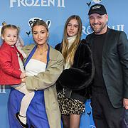 NLD/Amsterdam/20191116 - Filmpremiere Frozen II, Noor de Groot met partner Sander Kleinenberg en dochter Olivia en Bibi