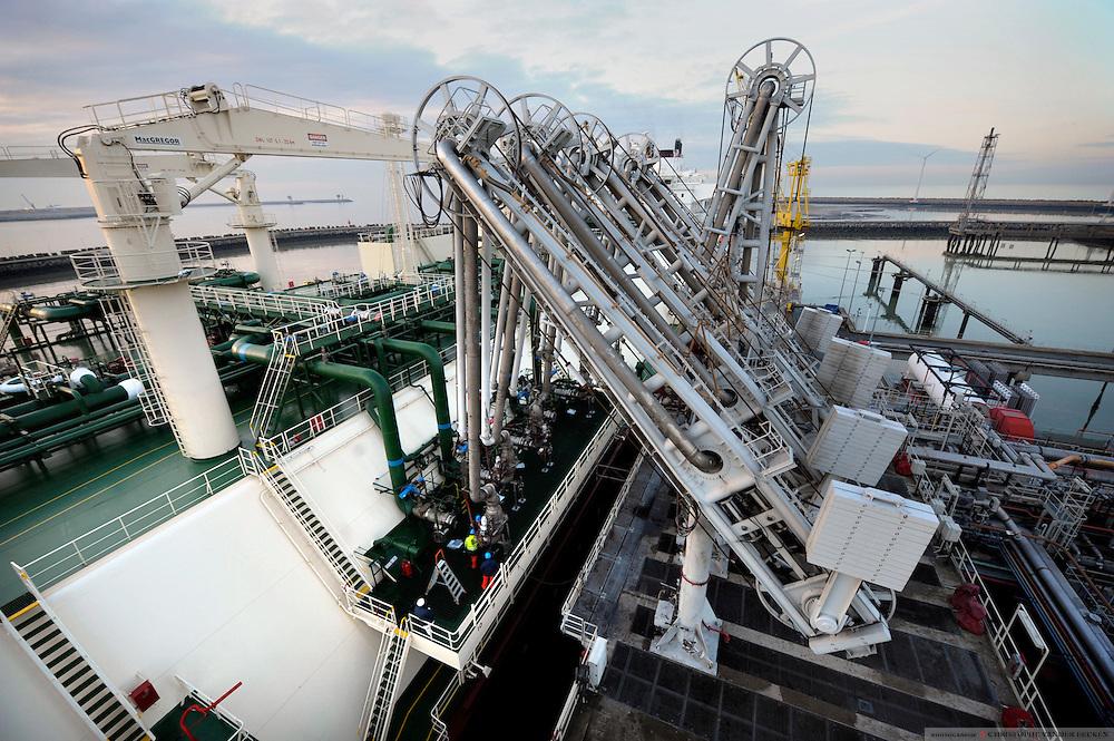 Zeebrugge, Belgium, Feb 6, 2009, Fluxys, Al Aamriya discharging of LNG, ©Christophe VANDER EECKEN