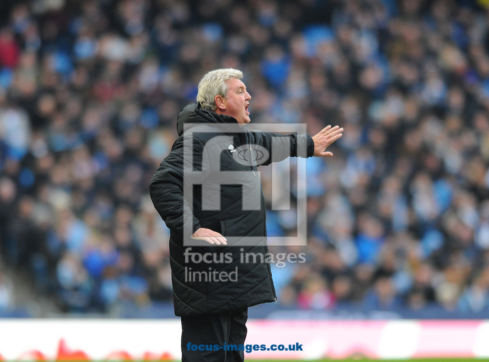 Hull City manager Steve Bruce gesticulates during the Barclays Premier League match at the Etihad Stadium, Manchester<br /> Picture by Greg Kwasnik/Focus Images Ltd +44 7902 021456<br /> 07/02/2015
