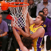 21 November 2017: Los Angeles Lakers center Brook Lopez (11) goes for the layup over Chicago Bulls center Robin Lopez (42) during the LA Lakers 103-94 victory over the Chicago Bulls, at the Staples Center, Los Angeles, California, USA.