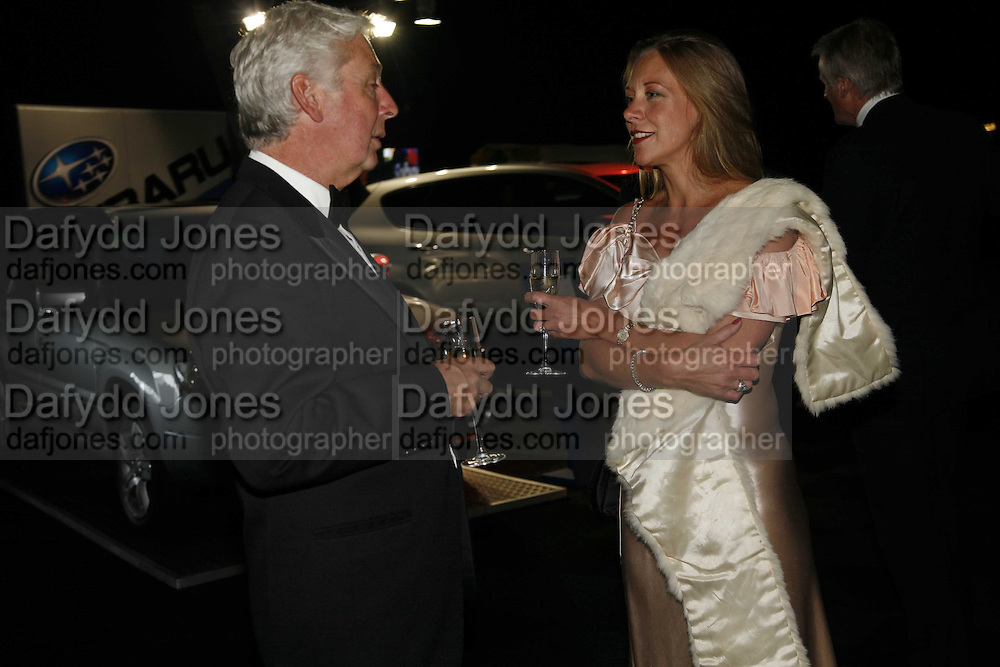DAVID THOMPSON AND ANNA POWELL, The 28th Game Conservancy Trust Ball, In association with Barter Card. Battersea Park. 18 May 2006. ONE TIME USE ONLY - DO NOT ARCHIVE  © Copyright Photograph by Dafydd Jones 66 Stockwell Park Rd. London SW9 0DA Tel 020 7733 0108 www.dafjones.com