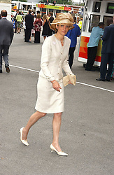 LADY CAROLYN WARREN at the King George VI and The Queen Elizabeth Diamond Stakes sponsored by De Beers held at Newbury Racecourse, Berkshie on 23rd July 2005.<br />