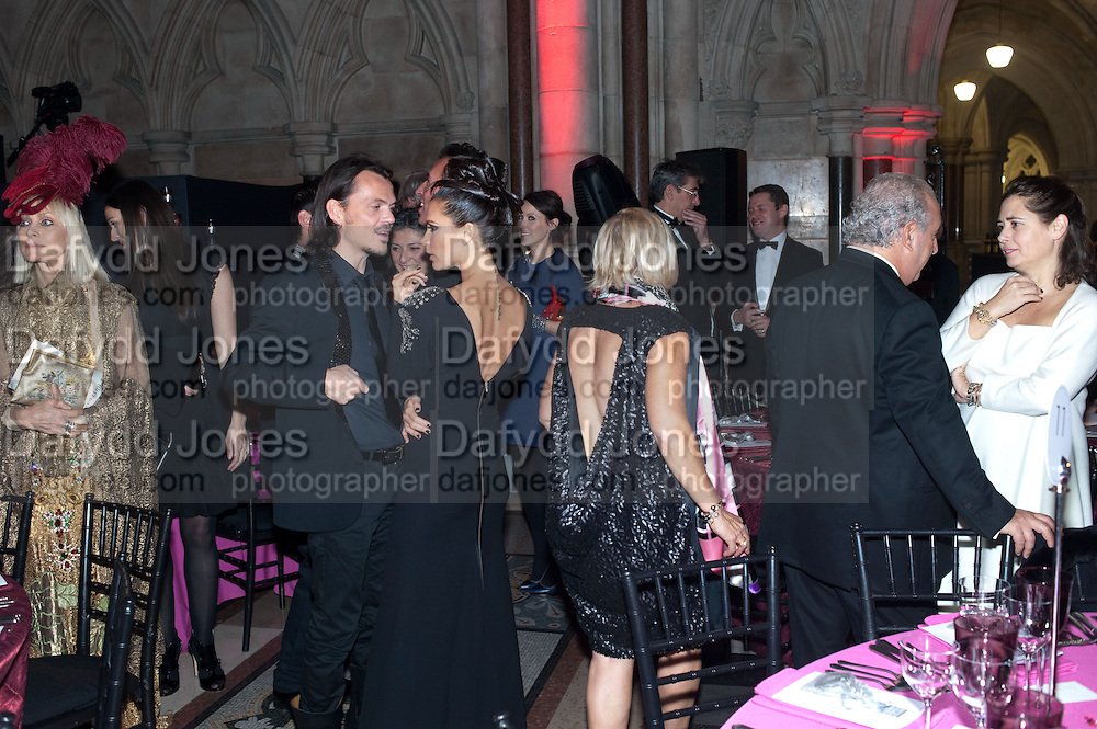 VIRGINIA BATES; MATTHEW WILLIAMSON; VICTORIA BECKHAM; SIR PHILIP GREEN; ALEX SHULMAN, , British Fashion awards 2009. Supported by Swarovski. Celebrating 25 Years of British Fashion. Royal Courts of Justice. London. 9 December 2009
