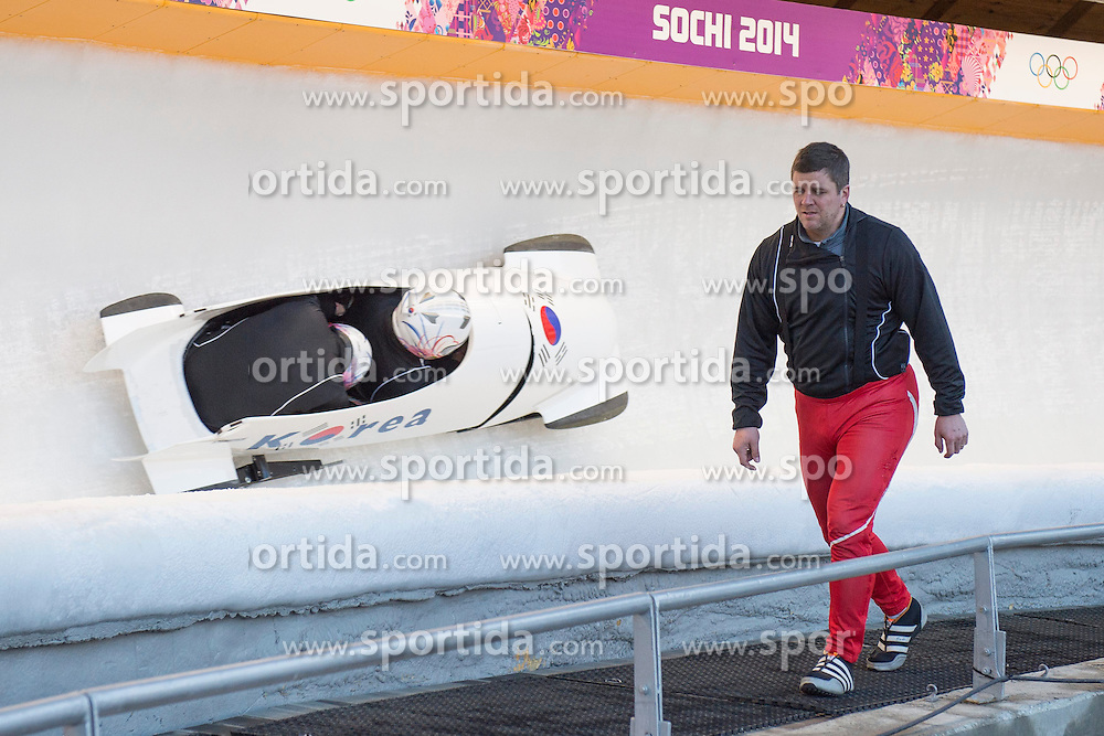 13.02.2014, Sliding Center Sanki, Krasnaya Polyana, RUS, Sochi, 2014, Bob Herren, im Bild Beat Hefti (SUI) // during Bob Men Training of the Olympic Winter Games Sochi 2014 at the Sliding Center Sanki in Krasnaya Polyana, Russia on 2014/02/13. EXPA Pictures &copy; 2014, PhotoCredit: EXPA/ Freshfocus/ Michael Zanghellini<br /> <br /> *****ATTENTION - for AUT, SLO, CRO, SRB, BIH, MAZ only*****