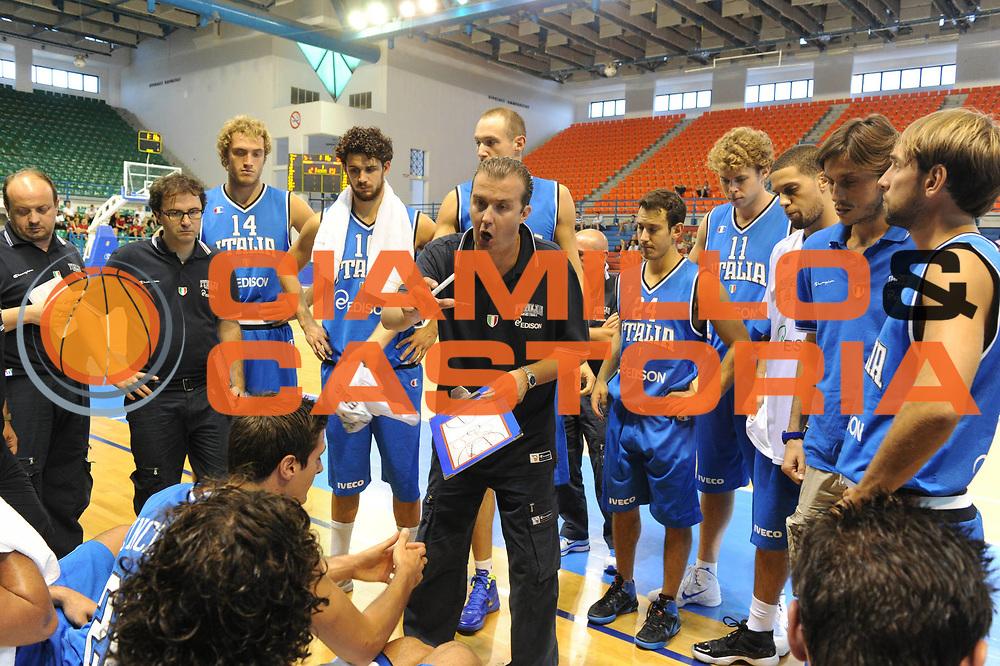 DESCRIZIONE : Cipro European Basketball Tour Italia Russia Italy Russia<br /> GIOCATORE : Simone Pianigiani Coach Team Italia<br /> CATEGORIA : Time Out<br /> SQUADRA : Nazionale Italia Uomini <br /> EVENTO : European Basketball Tour <br /> GARA : Italia Russia <br /> DATA : 06/08/2011 <br /> SPORT : Pallacanestro <br /> AUTORE : Agenzia Ciamillo-Castoria/GiulioCiamillo<br /> Galleria : Fip Nazionali 2011 <br /> Fotonotizia :  Cipro European Basketball Tour Italia Russia Italy Russia<br /> Predefinita :
