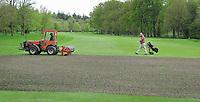 2012 GLIMMEN - Greenkeeper en golfer NOORD NEDERLANDSE GOLFCLUB. FOTO KOEN SUYK
