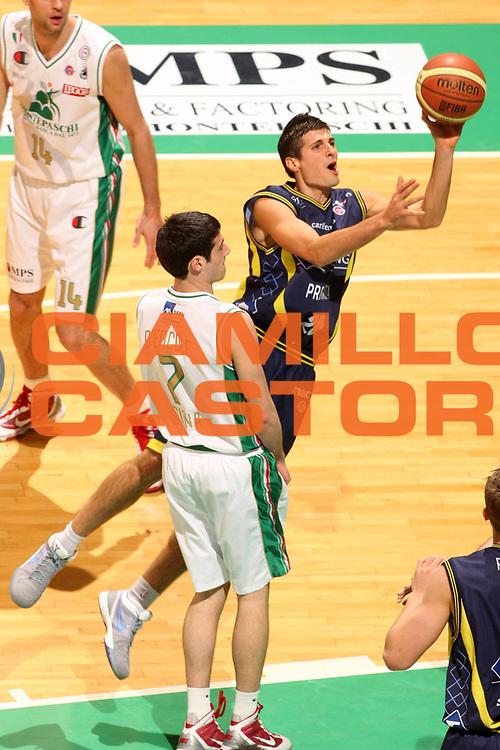 DESCRIZIONE : Siena Lega A 2009-10 Montepaschi Siena Sigma Coatings Montegranaro<br /> GIOCATORE : Andrea Cinciarini<br /> SQUADRA : Sigma Coatings Montegranaro<br /> EVENTO : Campionato Lega A 2009-2010<br /> GARA : Montepaschi Siena Sigma Coatings Montegranaro<br /> DATA : 20/12/2009<br /> CATEGORIA : Tiro Equilibrio<br /> SPORT : Pallacanestro<br /> AUTORE : Agenzia Ciamillo-Castoria/G.Ciamillo<br /> Galleria : Lega Basket A 2009-2010<br /> Fotonotizia : Siena Campionato Italiano Lega A 2009-2010 Montepaschi Siena Sigma Coatings Montegranaro<br /> Predefinita :