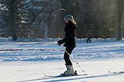 Skihang, Skifahrerin, Schnee, Winter, Braunlage, Harz, Niedersachsen, Deutschland | ski lift, skiing, snow, winter, Braunlage, Harz, Lower Saxony, Germany
