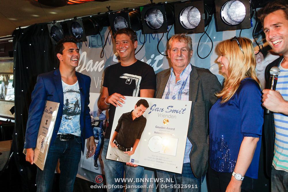 """NLD/Volendam/20120809 - CD presentatie en Gouden Plaaat Jan Smit """" Vrienden"""", Jan Smit, Aloys Buys, Jaap Buys en Alice Buys"""