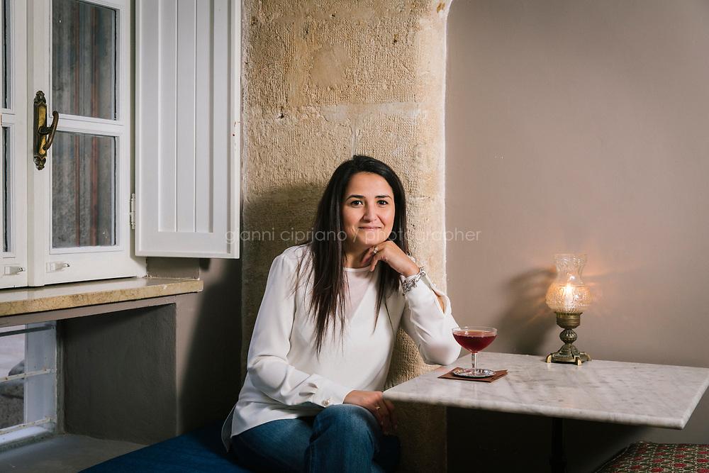 SIRACUSA (SR) - 22 MARZO 2018: Glenda Raiti, avvocato di 37 anni, in posa per un ritratto al cocktail bar Cortile Verga a Siracusa il 22 marzo 2018. <br /> <br /> Siracusa &egrave; considerata tra le citt&agrave; pi&ugrave; ospitali d'Italia.<br /> <br /> ###<br /> <br /> SIRACUSA, ITALY - 22 MARCH 2018: Glenda Raiti, a 37 years old lawyer, poses for a portrait at the Cortile Verga cocktail bar in Siracusa, Italy, on March 22nd 2018.<br /> <br /> Siacusa is considered one of the most coziest Italian cities.