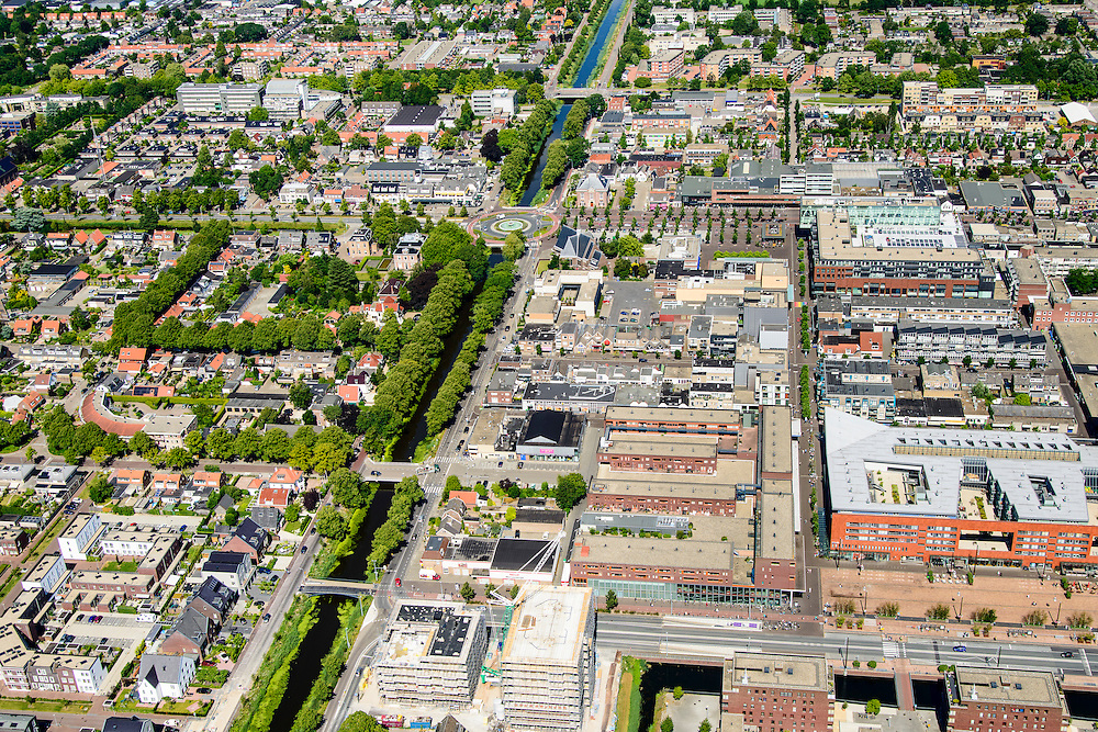 Nederland, Noord-Holland, Hoofddorp, 01-08-2016; centrum Hoofddorp, Hoofdvaart en Hoofdweg, kruising met Kruisweg.<br /> Hoofddorp, historical city centre.<br /> luchtfoto (toeslag op standard tarieven);<br /> aerial photo (additional fee required);<br /> copyright foto/photo Siebe Swart