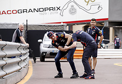 May 22, 2019 - Monte Carlo, Monaco - Motorsports: FIA Formula One World Championship 2019, Grand Prix of Monaco, ..#33 Max Verstappen (NLD, Aston Martin Red Bull Racing) wrestles a mechanic  (Credit Image: © Hoch Zwei via ZUMA Wire)