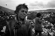 Pata-Râta is a small community of 200people squatting illegally in makeshiftshacks adjoining a garbage dump onthe fringe of the Transylvanian city of Cluj-Napoca. August 1996