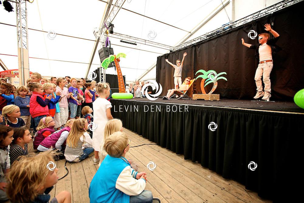 AMMERZODEN - In het dorp Ammerzoden is weer het jaarlijkse PAD Weekend gehouden met diversen optredens, playback shows, Dansacts, braderie en nog veel meer. FOTO LEVIN DEN BOER - PERSFOTO.NU