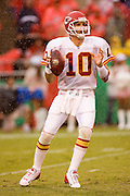 KANSAS CITY, MO - SEPTEMBER 10:  Quarterback Trent Green of the Kansas City Chiefs looks downfield for a receiver during a game against the Cincinnati Bengals on September 10, 2006 at Arrowhead Stadium in Kansas City, Missouri..The Bengals won 23 to 10.  (Photo by Wesley Hitt/Getty Images)***Local Caption*** Trent Green