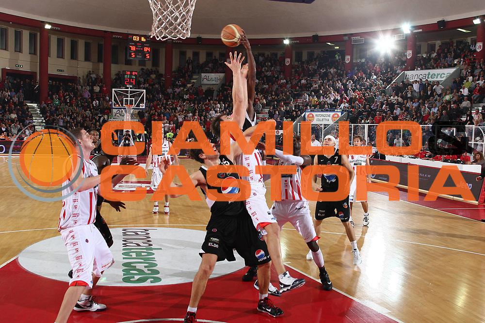 DESCRIZIONE : Teramo Lega A 2009-10 Basket Bancatercas Teramo Pepsi Caserta<br /> GIOCATORE : Goran Jurak Andrea Michelori<br /> SQUADRA : Bancatercas Teramo Pepsi Caserta<br /> EVENTO : Campionato Lega A 2009-2010 <br /> GARA : Bancatercas Teramo Pepsi Caserta<br /> DATA : 15/11/2009<br /> CATEGORIA : rimbalzo difesa<br /> SPORT : Pallacanestro <br /> AUTORE : Agenzia Ciamillo-Castoria/C.De Massis<br /> Galleria : Lega Basket A 2009-2010 <br /> Fotonotizia : Teramo Lega A 2009-10 Basket Bancatercas Teramo Pepsi Caserta<br /> Predefinita :