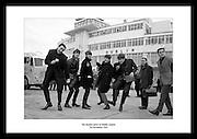 The Beatles, anerkjent som det mest kommersielt vellykkedeog kritikerroste bandet i.rockehistorien. I 1963 var de på tour i Irland, her avbildet på flyplassen 7 november 1963, før de.skulle opptre på Adelphi Theatre.