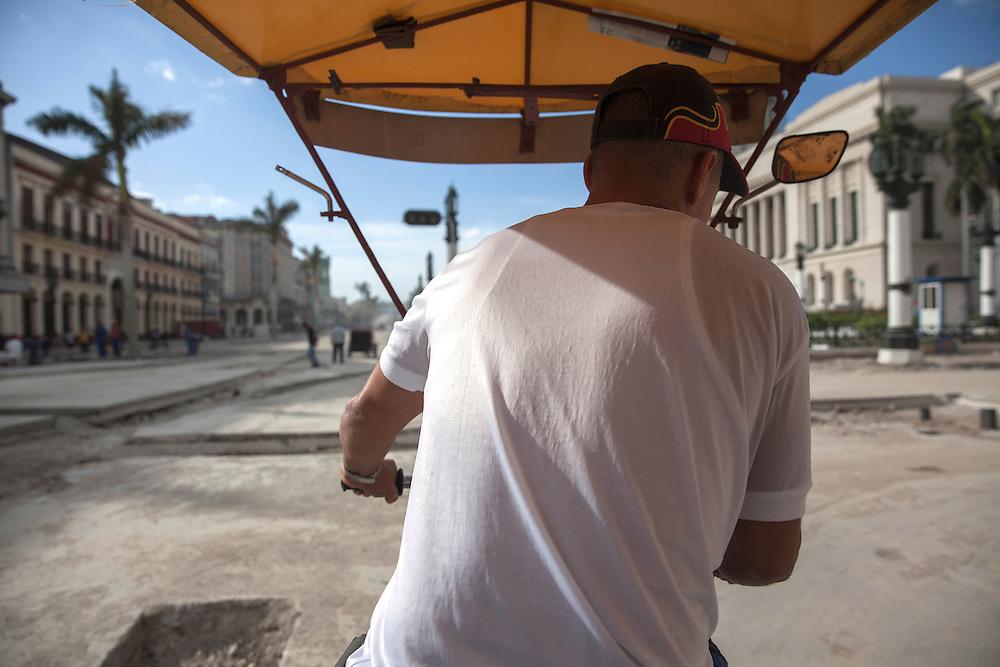 A 'bicitaxi' driver avoid the holes and hurdles on the ground from construction work in Old Havana.<br /> <br /> El conductor de uno de los tradicionales bicitaxis de La Habana sortea los baches causados por las obras en La Habana Vieja.
