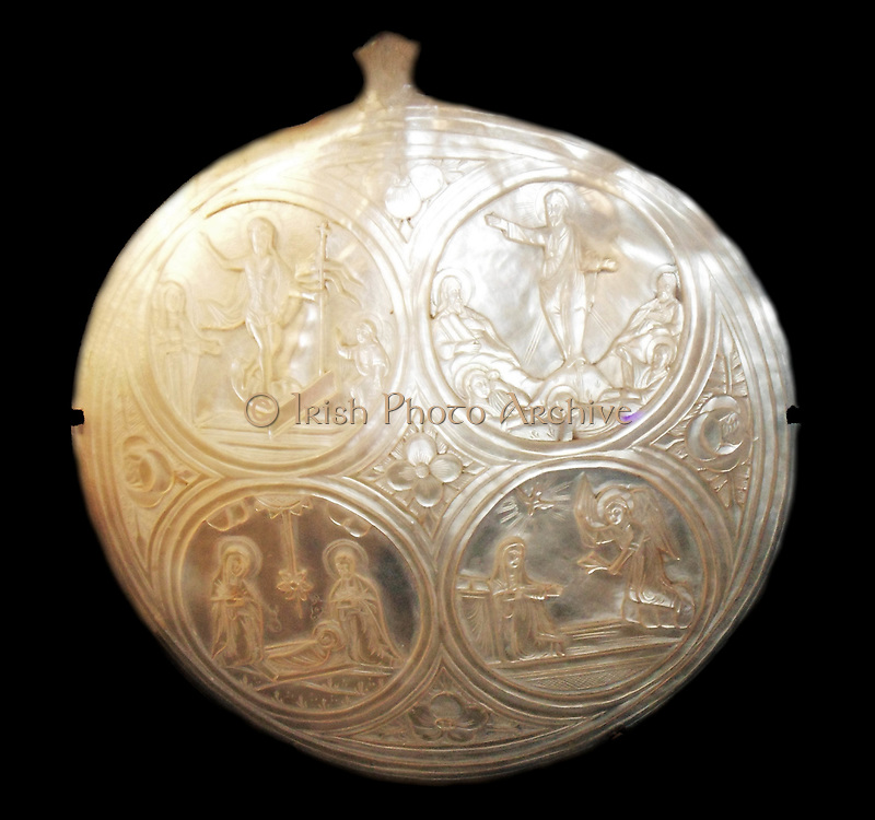Souvenir made of shell depicting scenes from the life of Jesus. Made 1700-1900 for Christian pilgrims to Palestine