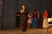 Kevin Spacey, '24 hour plays' charity evening at the Old vic Theatre. June 6 2004.  Kevin Spacey artistic director for 6 short plays written and rehearsed in 24 hours. ONE TIME USE ONLY - DO NOT ARCHIVE  © Copyright Photograph by Dafydd Jones 66 Stockwell Park Rd. London SW9 0DA Tel 020 7733 0108 www.dafjones.com