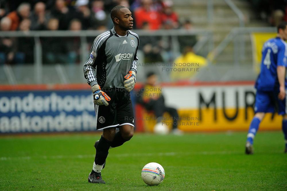 01-03-2009 VOETBAL: FC UTRECHT - AJAX: UTRECHT<br /> Ajax wint vrij eenvoudig van Utrecht met 2-0 / Kenneth Vermeer<br /> &copy;2009-WWW.FOTOHOOGENDOORN.NL