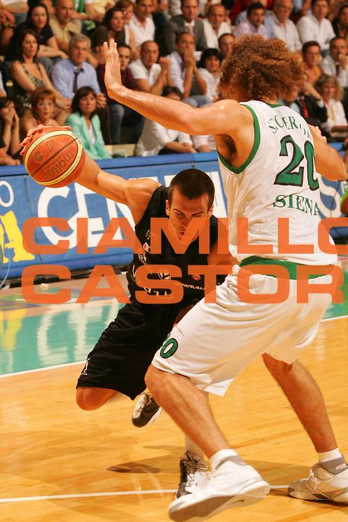 DESCRIZIONE : Siena Lega A1 2006-07 Playoff Finale Gara 1 Montepaschi Siena VidiVici Virtus Bologna <br /> GIOCATORE : Christian Drejer <br /> SQUADRA : VidiVici Virtus Bologna <br /> EVENTO : Campionato Lega A1 2006-2007 Playoff Finale Gara 1 <br /> GARA : Montepaschi Siena VidiVici Virtus Bologna <br /> DATA : 13/06/2007 <br /> CATEGORIA : Penetrazione <br /> SPORT : Pallacanestro <br /> AUTORE : Agenzia Ciamillo-Castoria/P.Lazzeroni