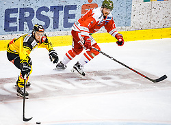 17.03.2017, Eiswelle, Bozen, ITA, EBEL, HCB Suedtirol Alperia vs UPC Vienna Capitals, Playoff, Halbfinale, 2. Spiel, im Bild Benjamin Nißner (Vienna Capitals), Alexander Egger (HCB Suedtirol) // during the Erste Bank Icehockey League, playoff semifinal 2nd match between HCB Suedtirol Alperia and UPC Vienna Capitals at the Eiswelle in Bozen, Italy on 2017/03/17. EXPA Pictures © 2017, PhotoCredit: EXPA/ Johann Groder
