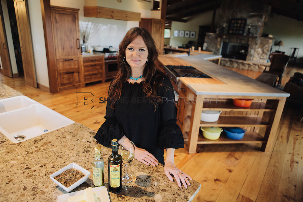 9/15/09 6:11:38 PM -- Ree Drummond, The Pioneer Woman, works in the kitchen in the lodge near her home on the Drummond Ranch near Pawhuska, Okla. ..Photo by Shane Bevel