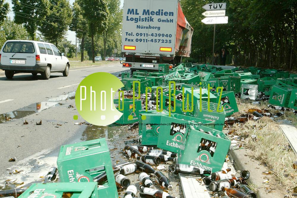 Mannheim. Unfall. Feudenheimer Str. Ecke Dudenstr.<br /> <br /> Bild: Pro&szlig;witz