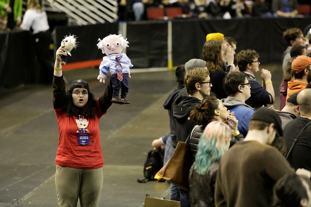 Leslie Zukor of Mercer Island, Wash. holds up Bernie Sanders dolls at a rally for Democratic presidential candidate Bernie Sanders at Key Arena on March 20, 2016 in Seattle.  AFP PHOTO/JASON REDMOND