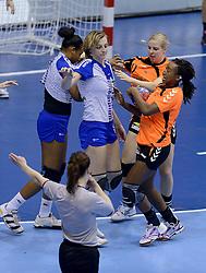07-12-2013 HANDBAL: WERELD KAMPIOENSCHAP NEDERLAND - DOMINICAANSE REPUBLIEK: BELGRADO <br /> 21st Women s Handball World Championship Belgrade, Nederland wint met 44-21 / (L-R) Nycke Groot, Ailly Luciano<br /> ©2013-WWW.FOTOHOOGENDOORN.NL