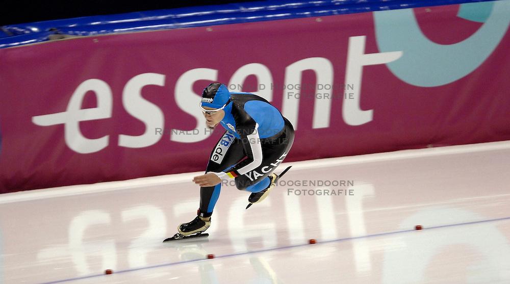 27-01-2007 SCHAATSEN: ESSENT WORLDCUP SPRINT: HEERENVEEN<br /> Jenny Wolf GER<br /> &copy;2007-WWW.FOTOHOOGENDOORN.NL