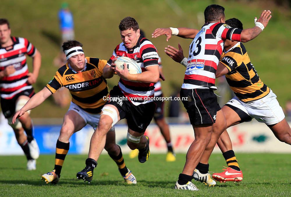 Counties Sean Reidy makes a break. ITM Cup, Counties Manukau Steelers v Taranaki, Ecolight Stadium Pukekohe, Sunday 15th September 2013. Photo: Shane Wenzlick / Photosport.co.nz