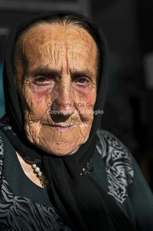 Azerbaïdjan, Bakou, Yvonne Gotto devenue Yvonna Shirmammodova en 1947,  Yvonne vit en AzebaIdjan depuis 1947, elle vient de retoruver sa nationalité française et pose avec nouveau passeport // Azerbaidjan, Baku, Yvonne Gotto becoming Yvonna Shirmammodova in 1947,  she just find her official french passeport, here with the his brand new passeport