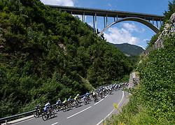 10.07.2019, Radstadt, AUT, Ö-Tour, Österreich Radrundfahrt, 4. Etappe, von Radstadt nach Fuscher Törl (103,5 km), im Bild Das Peleton bei Bischofshofen, Salzburg // the peleton at Bischofshofen Salzburg during 4th stage from Radstadt to Fuscher Törl (103,5 km) of the 2019 Tour of Austria. Radstadt, Austria on 2019/07/10. EXPA Pictures © 2019, PhotoCredit: EXPA/ Reinhard Eisenbauer