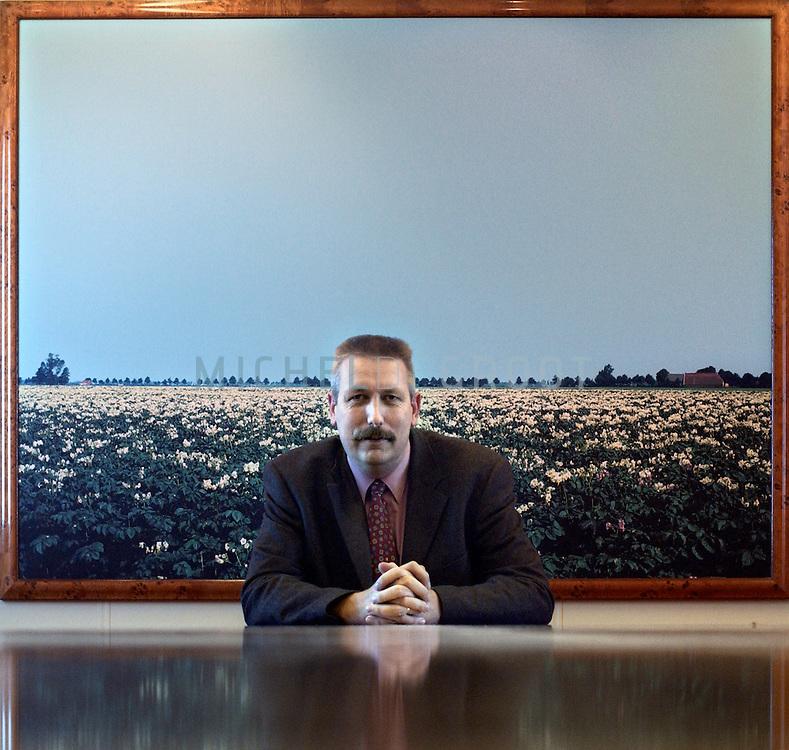 Pieter Krijne, Bestuursvoorzitter Aveb?. 15-08-2002,