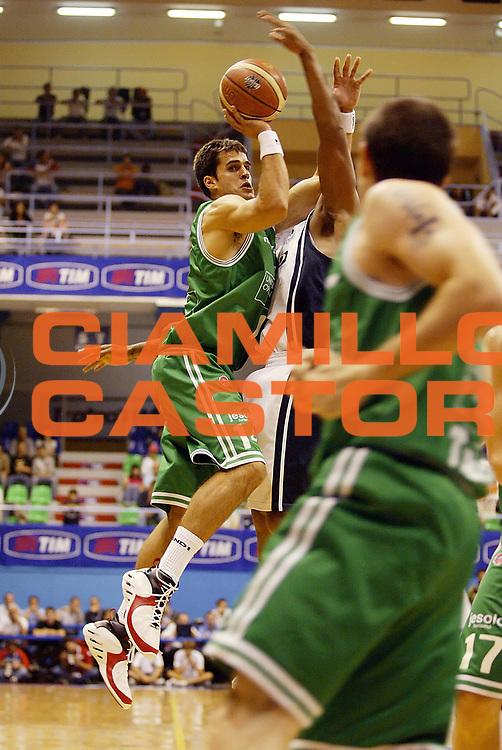 DESCRIZIONE : Milano Precampionato Lega A1 2006-07 Trofeo Tim Benetton Treviso Eldo Napoli<br /> GIOCATORE : Frahm <br /> SQUADRA : Benetton Treviso <br /> EVENTO : Precampionato Lega A1 2006-2007 Trofeo Tim <br /> GARA : Benetton Treviso Eldo Napoli<br /> DATA : 19/09/2006 <br /> CATEGORIA : Tiro <br /> SPORT : Pallacanestro <br /> AUTORE : Agenzia Ciamillo-Castoria/G.Cottini <br /> Galleria : Lega Basket A1 2006-2007 <br /> Fotonotizia : Milano Precampionato Lega A1 2006-07 Trofeo Tim Benetton Treviso Eldo Napoli<br /> Predefinita :