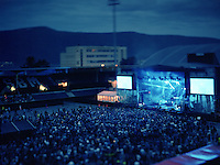 Jugendfest 2012.<br /> Bilder fra Jugendfest 2012 i &Aring;lesund fotografert med storformatskamera og Kodak Portra 4x5&quot; film. Her er det Kent som st&aring;r p&aring; scenen.<br /> Foto: Svein Ove Ekornesv&aring;g