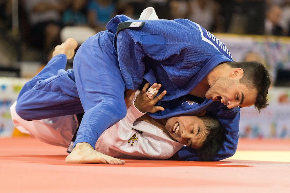 Antoine Bouchard of Canada (top) tries to take down Charles Chibana of Brazil in the Gold medal contest in the men's judo 66kg class at the 2015 Pan American Games in Toronto, Canada, July 12,  2015.  Chibana went on to defeat Bouchard to take the gold medal. AFP PHOTO/GEOFF ROBINS