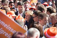 07 SEP 2013, ORANIENBURG/GERMANY:<br /> Angela Merkel, CDU, Bundeskanzlerin, zwischen Buergern /Gaesten auf dem Weg zum Podium, waehrend einem Wahlkampfauftritt anl. der Bundestagswahl 2013, Schlossplatz, Oranienburg<br /> IMAGE: 20130907-01-007<br /> KEYWORDS: Wahlkampf, Gäste, Bürger, Bad in der Menge, Parteianhänger, Parteianhaenger, Mitglieder, Zuschauer, Zuhoerer, Zuhörer