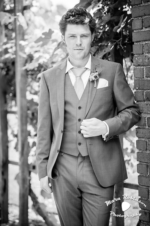 groom before wedding at stan hywet by Tallmadge wedding photographer, Akron wedding photographer Mara Robinson Photography