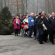 NLD/Leusden/20080213 - Uitvaart Benny Neijman, fans staan in de rij voor een laatste bezoek