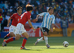 17.06.2010, Soccer City Stadium, Johannesburg, RSA, FIFA WM 2010, Argentinien vs Südkorea im Bild Carlos Tevez of Argentina  in action with CHO Yong Hyung & KIM Nam Il, EXPA Pictures © 2010, PhotoCredit: EXPA/ IPS/ Mark Atkins / SPORTIDA PHOTO AGENCY