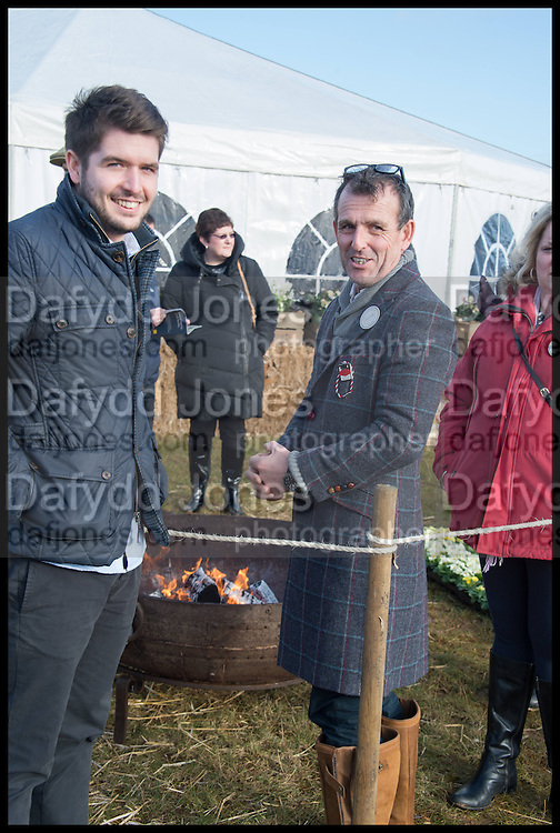 BRETT FARMER; ROB LAMB, The Heythrop Hunt Point to Point. Cockle barrow. 25 January 2015