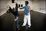 Professional dancer and producer Edsel Cameron teaches breakdance and DJ-Spinning at the HipHop2 (quadrate) School in Arnhem in the Netherlands. At the Hip Hop school youngsters from 10 to 25 can take workshops in rap, hip hop, breakdance and DJ Spinning....In Arnhem is sinds januari 2006 een HipHopschool gevestigd. Op deze school kunnen jongeren van tussen de 10 en 25 jaar workshops volgen in Rap, R&B zang, Breakdance, HipHop dance en DJ Spinning. Dit iniatief is tot stand gekomen door een samenwerking van Stichting Interart en de Arnhemse Rapgroep ' Andere Gekte'.  Arnhem, NETHERLANDS - 15-2-06: