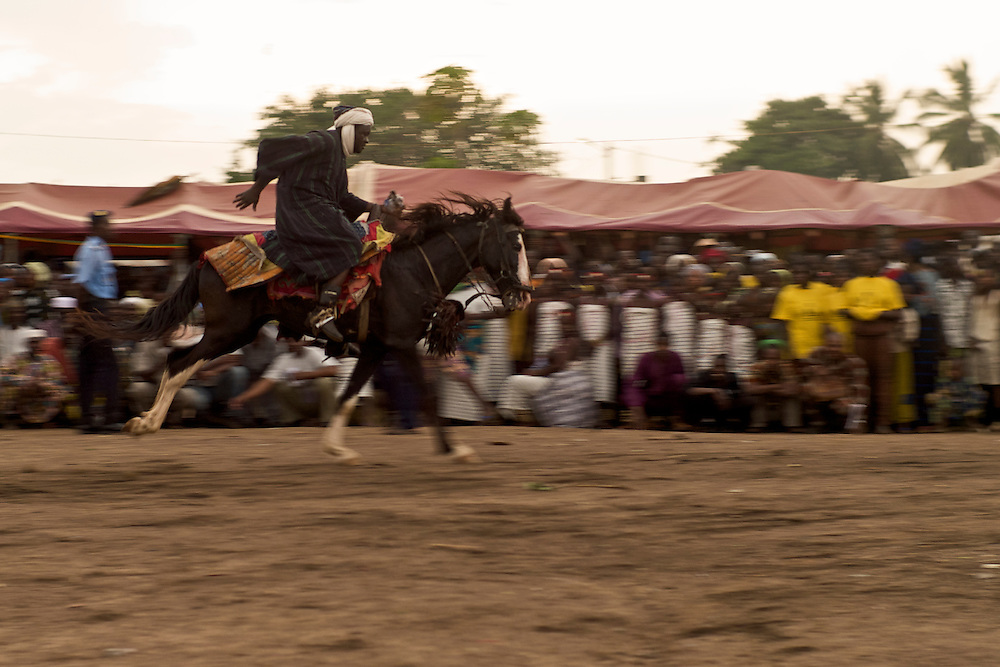 The Gaani festival. The school teacher Babamoussa Izzedine and his horse. Galopping.<br />  <br /> F&ecirc;te de la Gaani. Babamoussa Izzedine, le ma&icirc;tre d'&eacute;cole, et son cheval. Au galop.